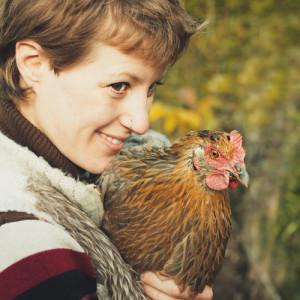 Jen mit Huhn
